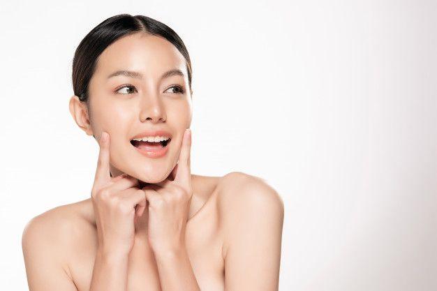 Layering secreto de belleza de las asiaticas. Aplicar varios serums.